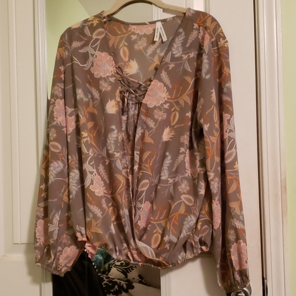 Charlotte Russe Tops - Floral Print Balloon Sleeve Blouse